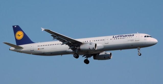 Fliegt problemfrei mit HVO: Airbus A 321 der Lufthansa. Foto: Adrian Pingstone/Wikimedia, public domain
