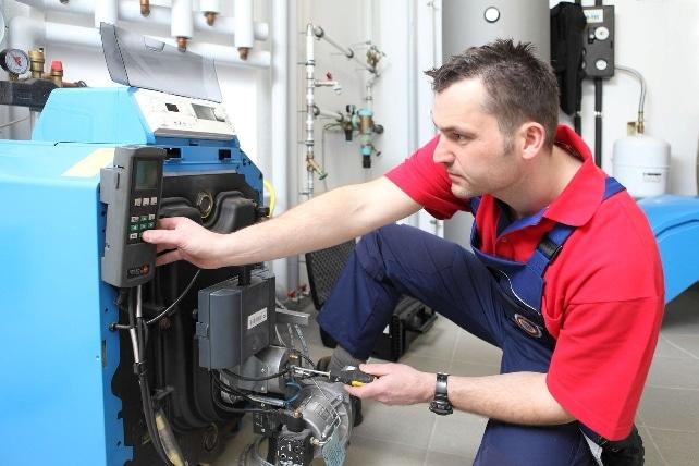 Foto: intelligent-heizen.info Heizöl, Handwerk, Ölheizung, Heizungsbauer