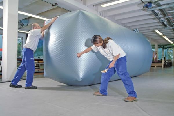 Kunststoff-Innenhülle zur Nachrüstung eines alten, aber nicht korrodierten Stahltanks.Bild: Oechssler Tankschutzanlagen GmbH