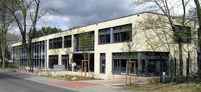 Vorschaubild: Die Niederheide-Grundschule in Hohen-Neuendorf. Foto: Havelbaude / Wikimedia unter Lizenz CC BY-SA 3.0