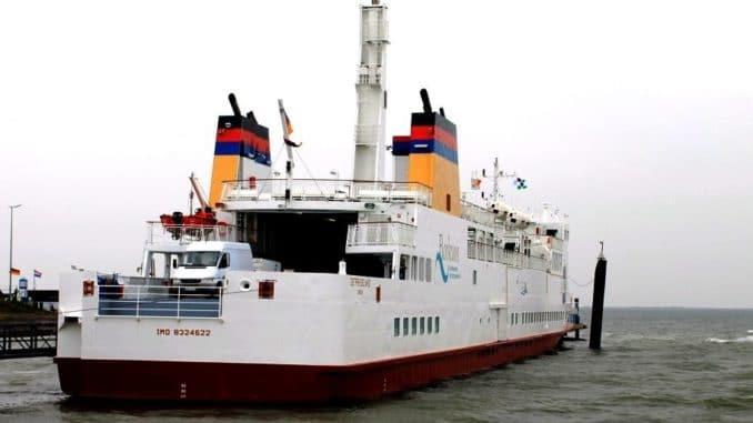 Vorschaubild: Die MS Ostfriesland der AG Ems, das erste LNG-Schiff unter deutscher Flagge,hat am 17.6.2015 in Borkum im Rahmen der Gästefahrt angelegt. Foto: Dr. Karl-Heinz Hochhaus / Wikimedia / unter Lizenz CC BY 3.0