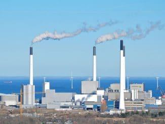 Heizkraftwerk von HOFOR auf der Kopenhagener Insel Amager. Befeuert wird es mit Holz- und Strohpellets sowie zu Teilen mit Kohle. Foto: Bob Collowân / Wikimedia / Lizenz unter CC BY-SA 3.0