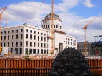 Blick auf das Stadtschloss während der Bauphase. Foto: Szczecinolog / Wikimedia / Lizenz unter CC-BY-SA 4.0