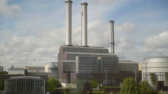 Blebt noch lange in Betrieb: Das Heizkraftwerk Berlin-Mitte, das auch das Regierungsviertel versorgt. Foto: Georg Slickers / Wikimedia / Lizenz unter CC BY-SA 3.0 KWK, Stilllegung, Kapazitätsreserve