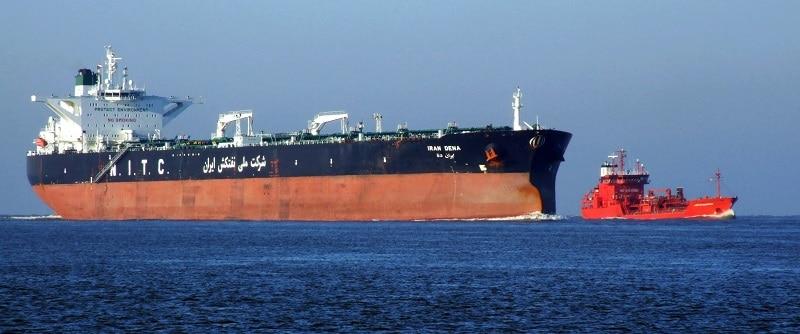 Wohin treibt der Ölpreis? Mit der Rückkehr des Irans an die weltweiten Handelsplätze, hier der Tanker Dena vor Rotterdam, wird auch weitere Bewegung und die Ölpreise kommen. Foto Alf van Beem / Wikimedia / Lizenziert unter CC0