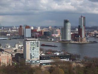 Besonders nah am Wasser gebaut und deswegen sensibel für Umweltbelange: Rotterdam. Foto: Torero / Wikimedia / Lizenz unter CC BY-SA 3.0