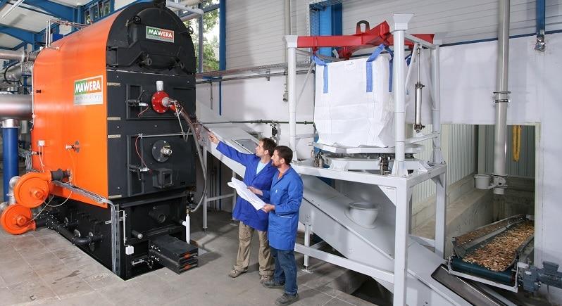 Abgasreinigung ist bei dem neu getesteten Bio-Mix-Brennverfahren nötig, hier der Test im Verbrennungstechnikum in Sulzbach-Rosenberg. Foto Fraunhofer UMSICHT / Kurt Fuchs