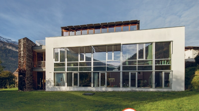 Solarachitektur am Vierfamilienhaus in Chur. Architekt: Andrea Rüedi. Foto: Patrick Kälin / faktor