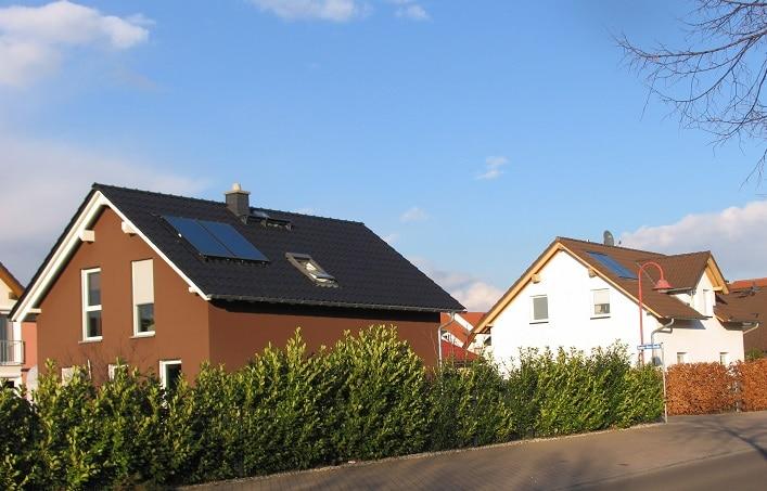 Erneuerbare wie Solarthermie sind im Neubau längst Alltag, im Bestand wollen sie die Grünen zur Pflicht machen. Foto: Urbansky