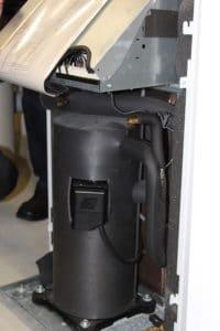 Eine der beiden Wärmepumpen, die im Südsee-Museum in Obergünzburg /Bild oben) für immer gleichbleibendes Klima sorgen. Fotos: Urbansky