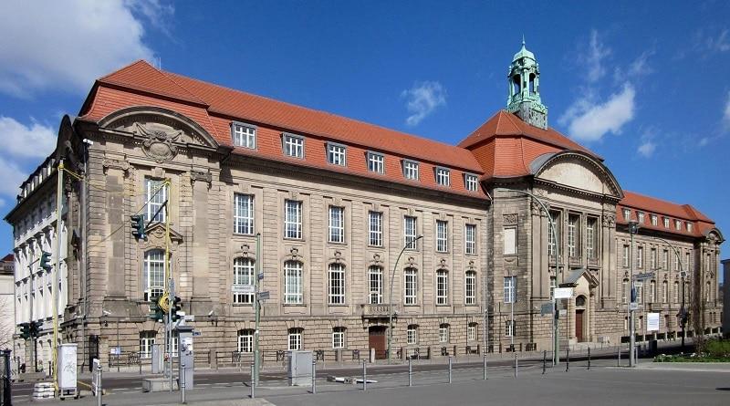 Hier laufen alle Fäden zum Abgleich von EEWärmeG und EnEV zusammen: Das Bundeswirtschaftsministerium in Berlin. Foto: Beek100 / Wikimedia / Lizenz unter CC BY-SA 3.0