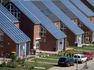 Solarthermieanwendung in einer Hamburger Wohnsiedlung. Foto: Wagner Solar Klimaschutzplan, Wärmemarkt, Heizung