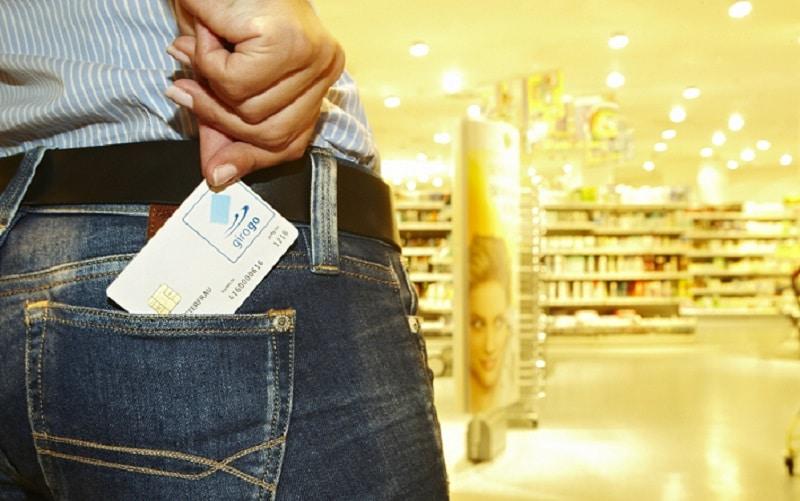 Foto: Euro Kartensysteme NFC, Near Field Communication, kontaktloses Zahlen, Tankstelle, girogo