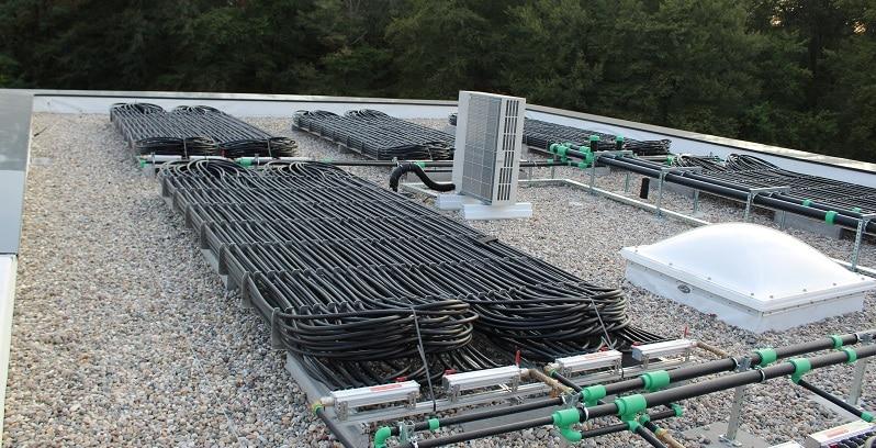 Solarabsorber auf dem Dach ergänzen technisch den Eisspeicher. Foto: Urbansky Solarabsorber, Eisspeicher, Heizen mit Eis, Lüftung, Kühlung, Passivhaus