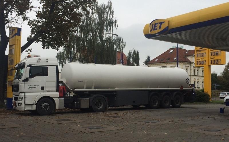 Die Ausbildung zum Tankkraftwagen-Fahrer kann sich der Mineralölhändler fördern lassen. Foto: Urbansky Mineralölhändler, Tkw, Förderung, KfW, BAFA