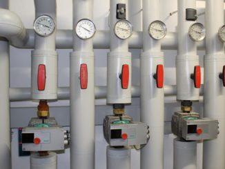 Mit automatisierter TGA, wie hier einer Verteileranlage einer Wärmepumpe, lässt sich die Energieeffizienz eines Gebäudes steigern. Foto: Urbansky Gebäudeautomation, Effizienz, Automatisierung, Gebäudetechnik, TGA, Energieeffizienz, IGT, Einsparpotenzial