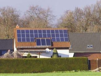 Solarthermie und Photovoltaik müssen sich nicht ausschließen. Sie können sich hervorragend bei der Eigenversorgung eines Hauses ergänzen. Foto: Urbansky PV. Solarthermie, Sonnenkraft, Heizung