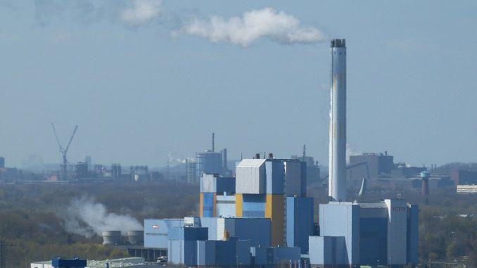 Für Müllverbrennungsanlagen wie hier in Oberhausen wird die Heizwertklausel abgeschafft. Betroffen ist davon vor allem die chemische Industrie. Foto: Falco / pixabay Müllverbrennung, Heizwertklausel, Abfallströme