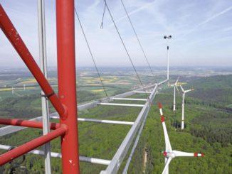 Dank der Daten des Messmastes lassen sich Standorte für Windenergieanlagen im bewaldeten Mittelgebirge besser beurteilen. Foto: Fraunhofer IWES Windkraft, Wald, Bürgerprotest