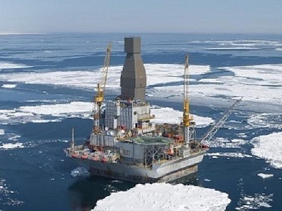 Aufwändige Förderbedingungen, wie hier nahe der Insel Sachalin, treiben den Ölpreis nach oben, zögern aber auch einen Peak Oil weiter hinaus, falls alternative Energieformen nicht günstiger sind. Foto: Rosneft Peak Oil, Fördermaximum, Ölförderung, Reserven