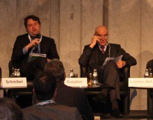 Liegen beim Thema Biokraftstoffe meilenweit auseinander: Bernd Kuepker von der EU (links) und MdB Norbert Schindler. Foto: Urbansky Biokraftstoff, iLuc, EU, Bundestag