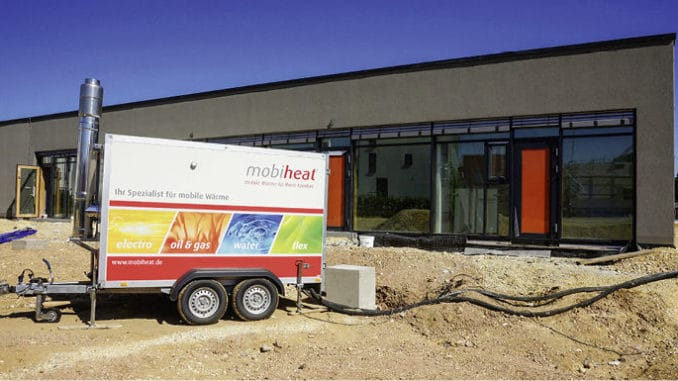 Mobile Heizzentralen kommen unter anderem bei der Estrichtrocknung zum Einsatz. Foto: Mobiheat