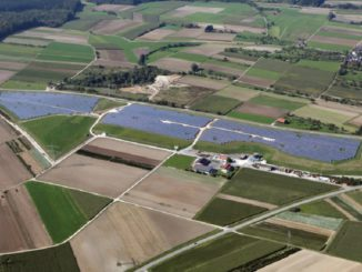 Erneuerbare Energien wie aus dem Solarpark Ulm-Eggingen sollen laut einer aktuellen Studie die Energiekosten in Zukunft stabilisieren, vielleicht sogar senken. Foto: EnBW/Uli Deck
