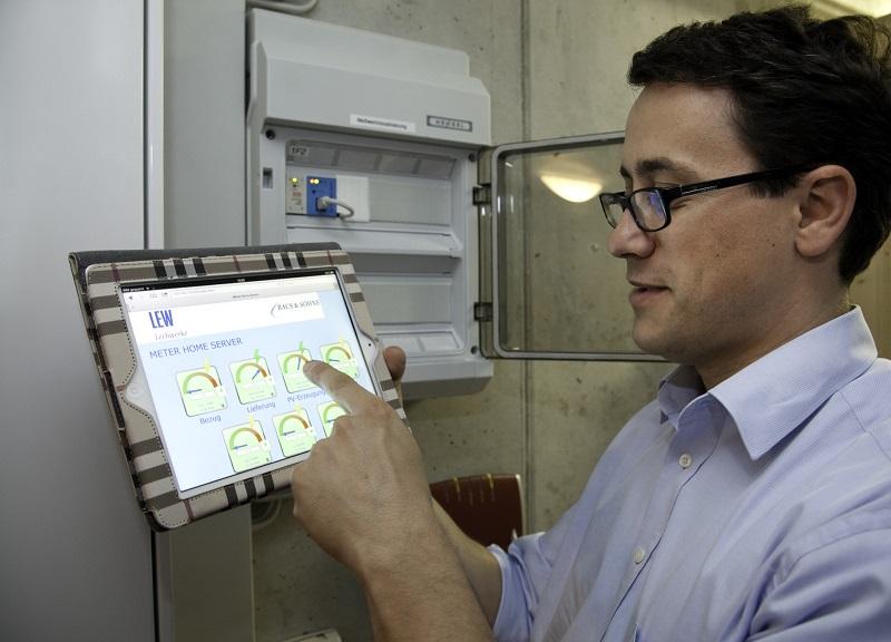 Der Kunde kann die Daten seiner in ein virtuelles Kraftwerk eingebundenen Wärmepumpe jederzeit über das Tablet oder das Handy verfolgen. Foto: BWP