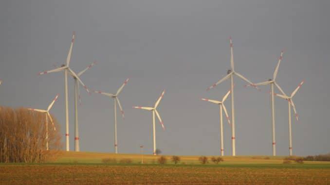 Erneuerbare Energien wie Windkraft sorgen für Nachhaltigkeit im Energiemix. Foto: Urbansky