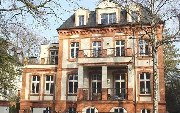 Diese Berliner Gründerzeitvilla mit sechs Wohnungen mit einer Gesamtmietfläche von 600 Quadratmetern wird durch eine 27,4 kW-Erdwärmepumpe beheizt. Alle Zimmer wurden mit Flächenheizungen ausgestattet. Foto: Urbansky