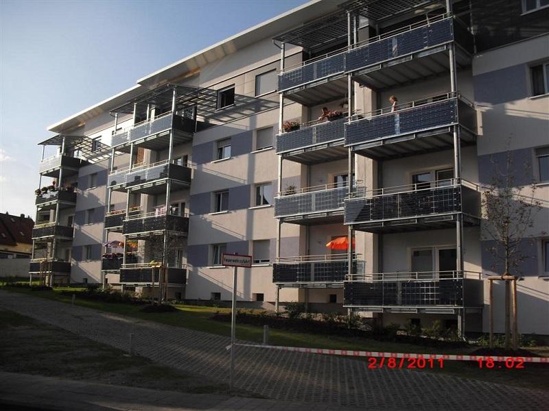 Eine Möglichkeit für PV-Fassaden sind auch Balkone, wie hier bei der Wohnungsbaugesellschaft der Stadt Zirndorf mit einer Leistung von 12 kWp. Foto: ertex Solar