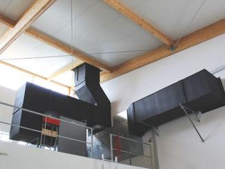 In diesem Ansaugschacht rechts ist der Wechselrichter eingebaut. Foto: Urbansky
