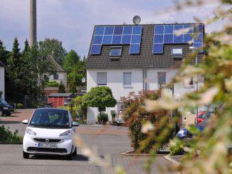 Die Stromverbraucher können zu Teilen tatsächlich der eigeen PV-Stromproduktionfolgen – dank Steuerung und Speicher. Foto: innogy