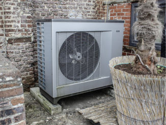 Platz zum Aufstellen einer Luft-Wasser-Wärmepumpe findet sich immer. Er muss nur weit genug weg vom Nachbarn sein. Foto: Urbansky