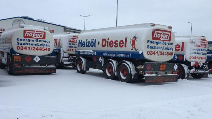 Durch die Unabhängigkeit der Ölheizer können die Tanklaster im Winter auch schon mal rumstehen. Foto: Urbansky