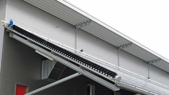 Green Factory: Eine sich selbst reinigende PV-Anlage mit 833 kWp wurde bei dem Haustechnikspezialisten Alois Müller installiert. Foto: Urbansky