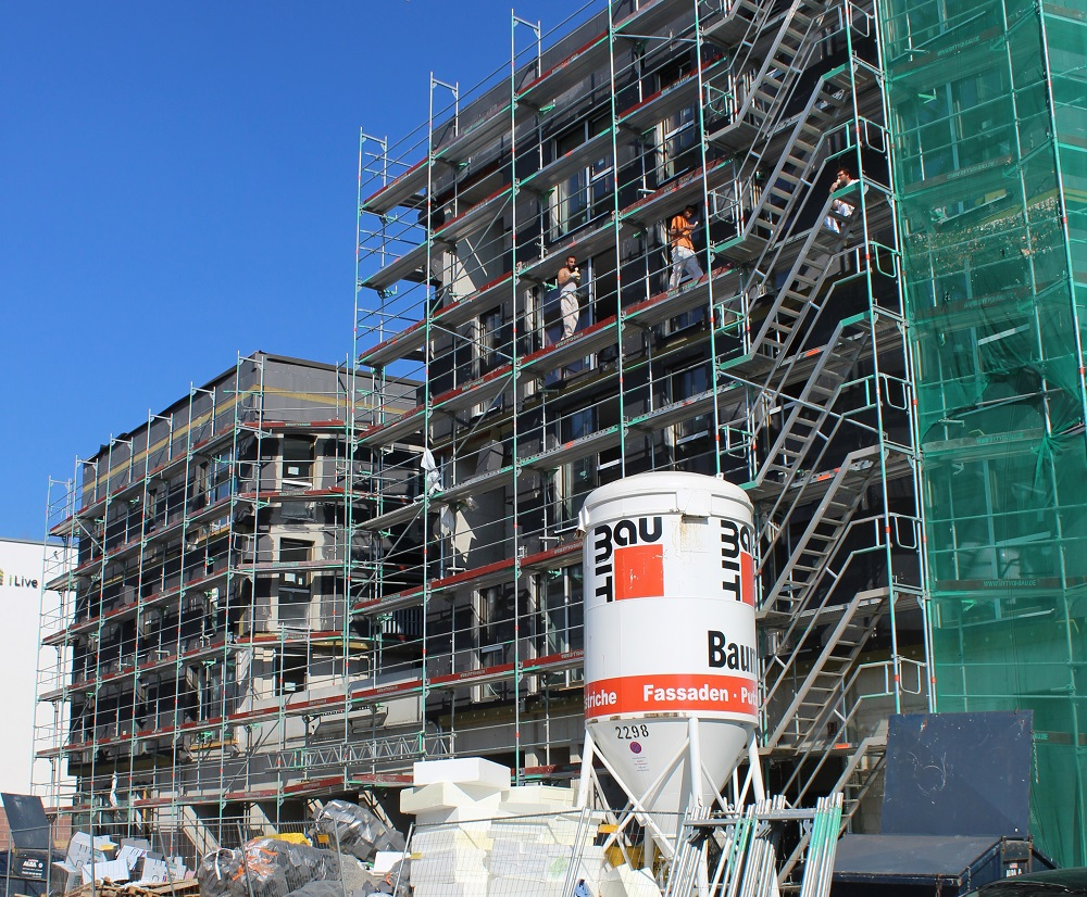 Die Art und Stärke der Dämmung ist sowohl im Neubau als auch in der Sanierung bestimmend für andere energetisch wichtige Komponenten, etwa Fenster. Foto: Urbansky