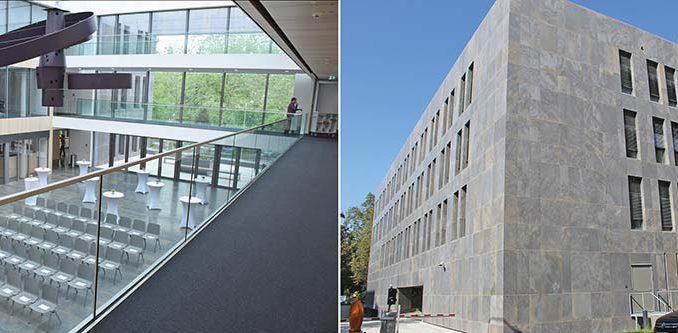Das Atrium des Anbaus des hessischen Finanzministeriums (links) wird über den Fußboden mit Abwärme aus dem Altgebäude ausreichend beheizt. Möglich macht dies der Passivhausstandard, der dem Gebäude schon von außen anzusehen ist. Fotos: HMdF und Urbansky