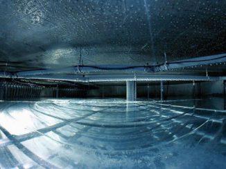 Blick in den 300 Kubikmeter fassenden Eisspeicher mit insgesamt 5,7 Kilometern Leitungslänge. Foto: Viessmann