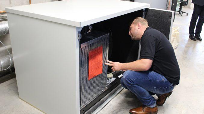 Dank dieser Wärmepumpe wird die Abwärme aus dem Rechenzentrum genutzt. Foto: Urbansky