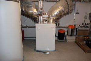 Ungewöhnlich an dem Projekt ist das Aufstellen der Wärmepumpe im Keller. Foto: Urbansky