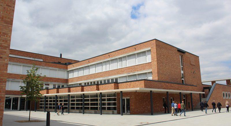 Dieses Schulgebäude wird mittels Geothermie beheizt und gekühlt. Foto: Urbansky