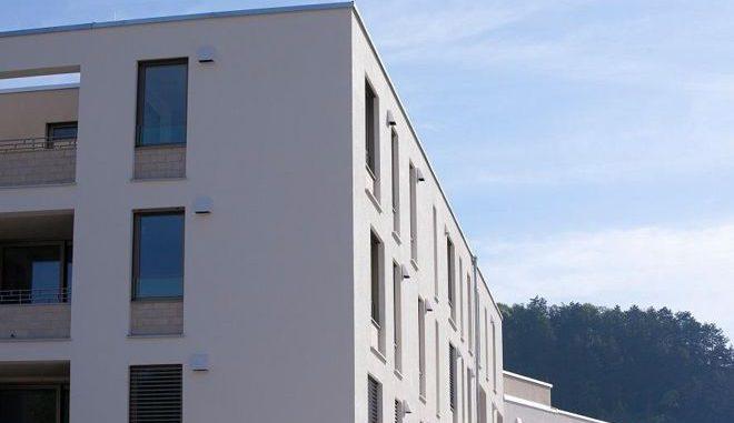Die Wohnanlage Spitalstadt Eichstätt nutzt Wärmerückgewinnung: Die Lüftungsgeräte befinden sich direkt in den Außenwänden und fügen sich harmonisch ein. Gesteuert werden sie individuell von jeder Wohnung aus. Foto: LTM