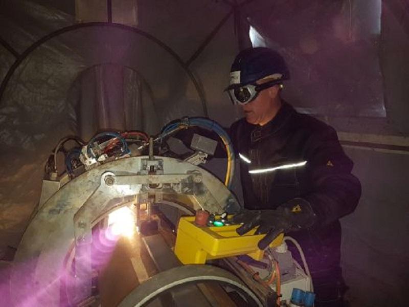Laserstrahlschweißen mit Orbitaltechnik., entwickelt an der Schweißtechnischen Lehr- und Versuchsanstalt Halle. Foto: SLV Halle GmbH