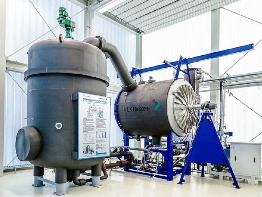 Diese Vakuum-Flüssigeisanlage beweist gerade an einer Zwickauer Hochschule ihre Praxistauglichkeit. Foto: Sauer / ILK Dresden