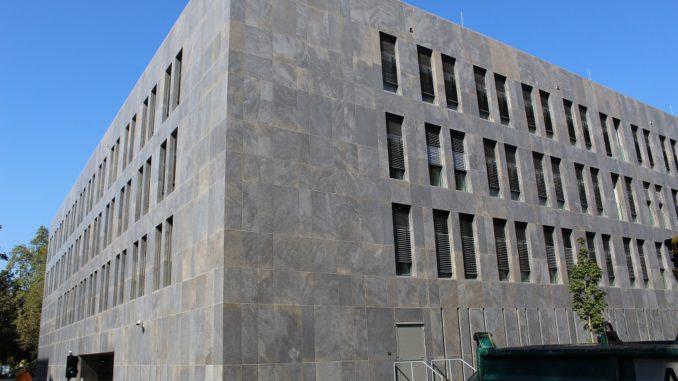 Für ein neues Nebengebäude des hessischen Finanzministeriums wichen die Planer auf eine Nutzung der Abwärme eines benachbarten Gebäudes aus da sich Geothermie, wie ursprünglich geplant, nicht umsetzen liess. Foto: Urbansky