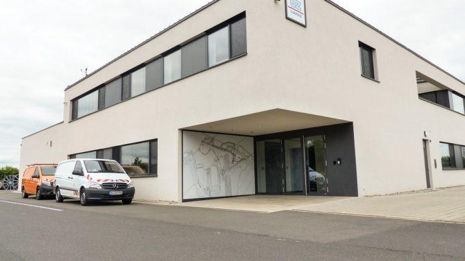 Wird mittels Abwärme versorgt: Gewerbegebäude der ÜZ Lülsfeld. Foto: BWP