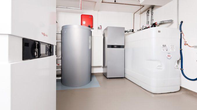 Moderne Brennwerttechnik, die mit der Einführung des schwefelarmen Heizöls möglich wurde, senkt ebenfalls die Verbräuche. Foto: IWO
