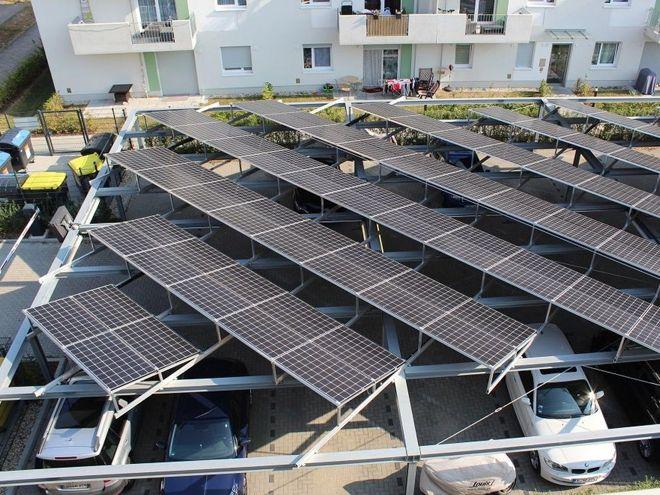 Mieterstromprojekt auf einer Parkplatzüberdachung. Modelle wie dieses sorgen für stabile Strompreise. Gewinne erwirtschaften sie jedoch nicht. Foto: Urbansky