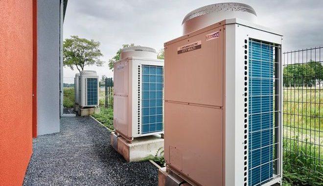 Regelmäßige Wartungen und Auswechseln alter Komponenten, etwa energetisch ineffizienter Ventilatoren, sorgen für mehr Effizienz bei Lüftungs- und Klimaanlagen. Foto: Mitsubishi